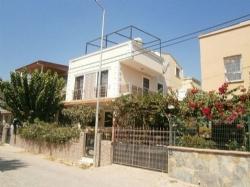 İzmir Gümüldür'de Deniz Tarafında 3+1 Satılık Full Eşyalı Villa ,